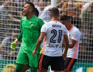 Alves acrecienta su leyenda tras detener dos penaltis. Foto: Lázaro de la Peña.