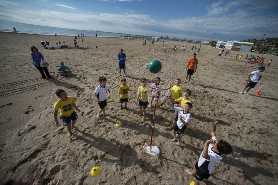 Niños en la Playa de valencia