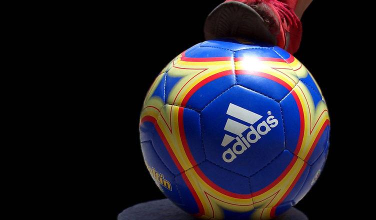 """""""sólo fútbol"""" by Rufino(CC BY-SA 2.0)"""
