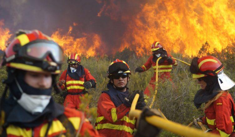 Luchamos con medios materiales y humanos contra el incendio de Llutxent