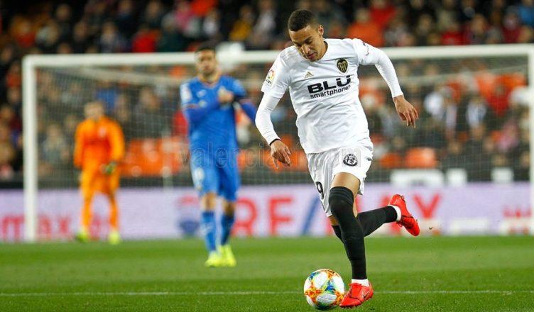Rodrigo desata la locura en Mestalla y pone al Valencia en semis de la Copa  (3-1) a2ff52eb363ba
