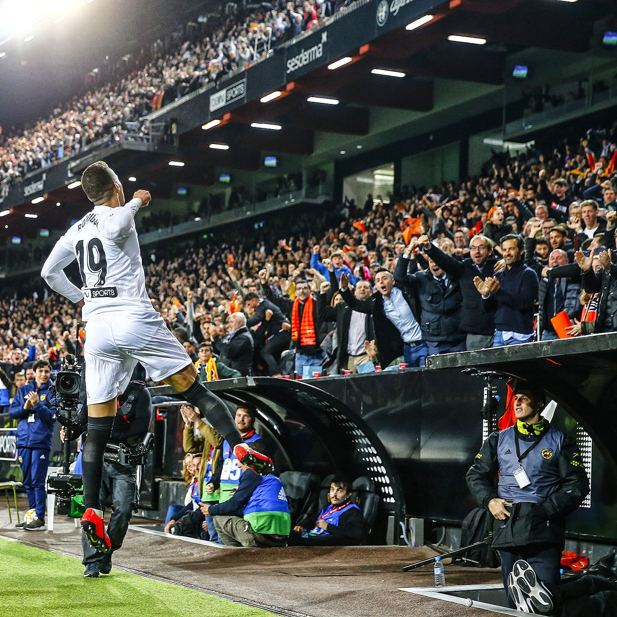 ▷ Rodrigo certifica el pase para la final de la Copa del Rey (1-0) ❤   SempreValencia.com  d1d7fcc720070