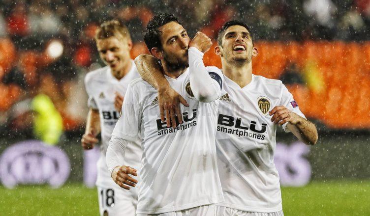 71707135c El Valencia, a semifinales de la Europa League por la puerta grande (2-0)